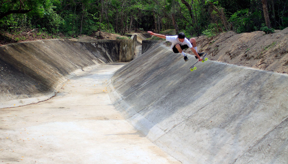 Junior getting loose in the ditch, Hautulco, Oaxaca